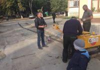 Ужгородський депутат за свій кошт ремонтує дороги (ФОТО)